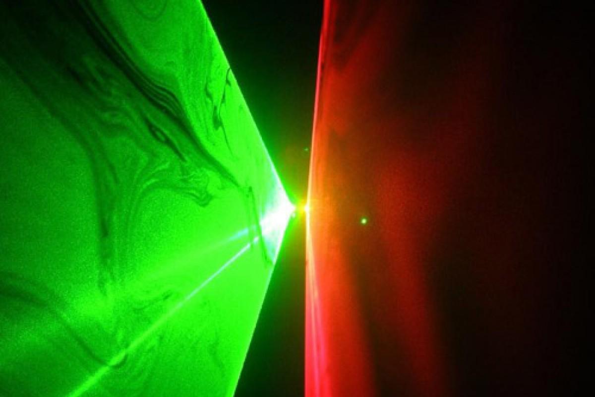 چرا ليزرهای سبز از انواع قرمز قویتر هستند؟