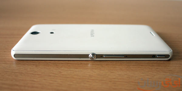 Xperia-zr-beside