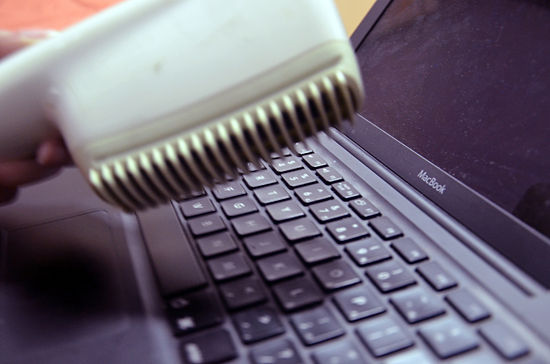 550px-Clean-a-Laptop-Keyboard-Step-4