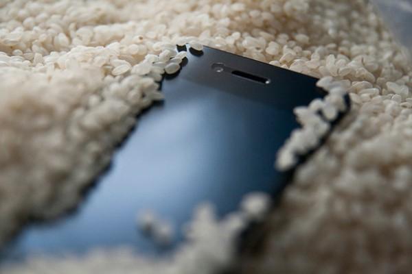 چگونه تبلت یا موبایل خیس شده خود را نجات دهیم؟!