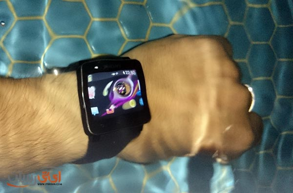 smartwatch-2-in-pool