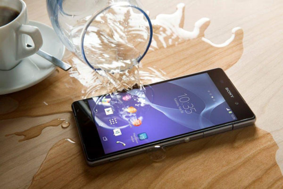 موضع سونی تغییر کرد: زیرآب، از گوشیهای خود استفاده نکنید!