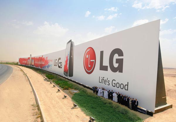 LG-sets-Guinness-World-Record-with-this-gigantic-G3-ad-(1)