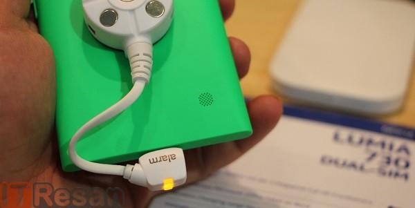 Nokia Lumia 730 (2)