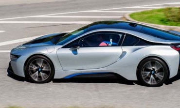 ابتکار جدید BMW: شارژ کردن خودرو از طریق چراغهای خیابان