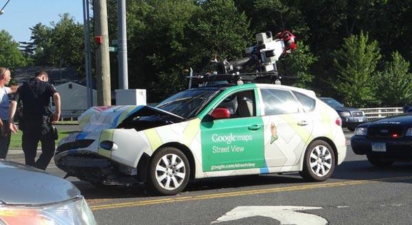 google-street-view-car-crashed-1
