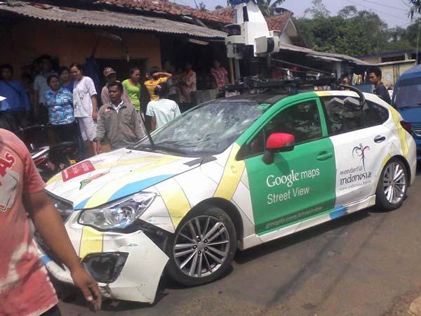 google-street-view-car-crashed-3