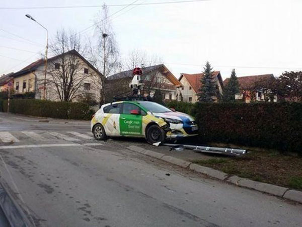 google-street-view-car-crashed