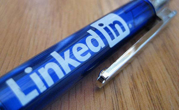 linkedin-logo چگونه از حملات فیشینگ در لینکدین جلوگیری کنیم؟