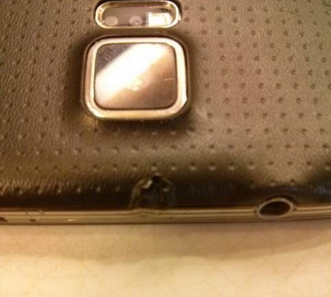 Samsung-Galaxy-S5-catches-on-fire (2)