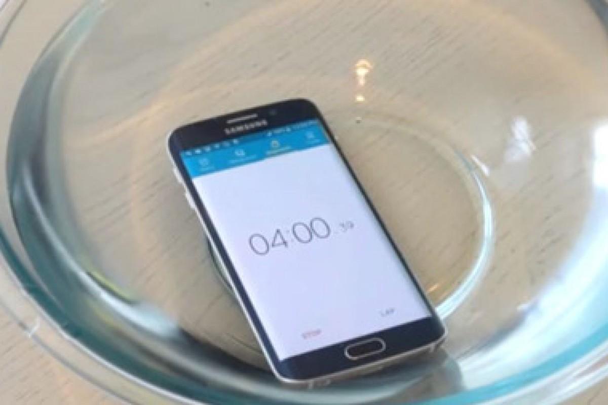 آیا گلکسی S6 اج در برابر آب مقاومت میکند؟ نتیجه را تماشا کنید!