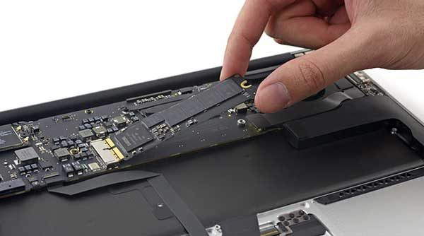 ifixit-macbook-air-ssd-2015-03-12-01