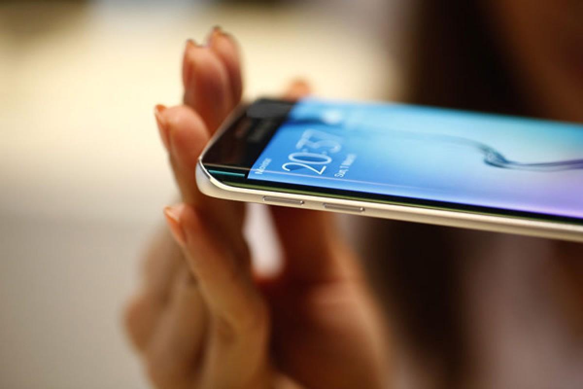 سامسونگ سومین خط تولید صفحه نمایش خمیده را برای گلکسی S6 اج راه اندازی کرد!
