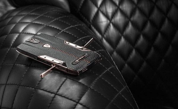Tonino Lamborghini 88 Tauri 600x368 کدام گوشیها بدنه چرمی دارند؟