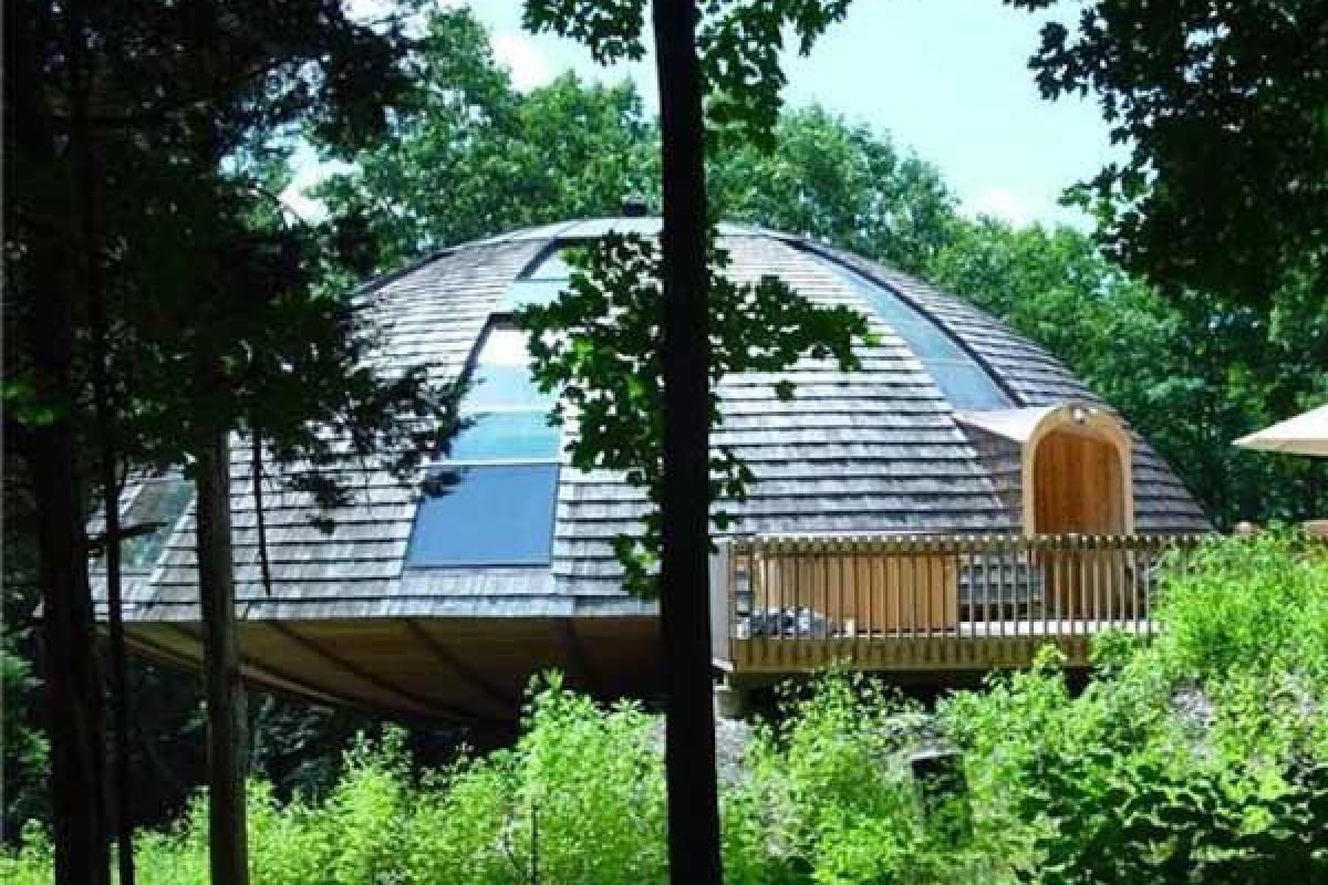 رویاهایتان را در این خانه رویایی با توانایی چرخش ۳۶۰ درجهای رقم بزنید!