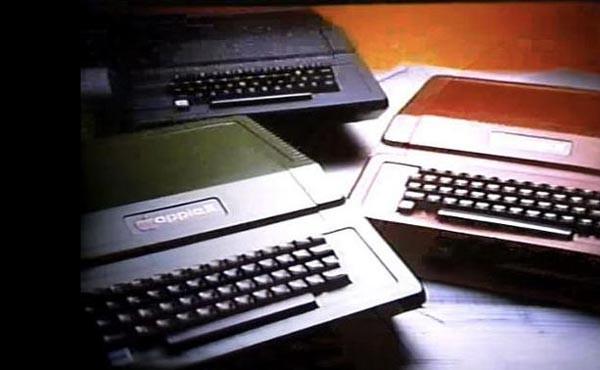 Steve-Jobs-and-Steve-Wozniak-during-the-early-days-of-Apple-(3)