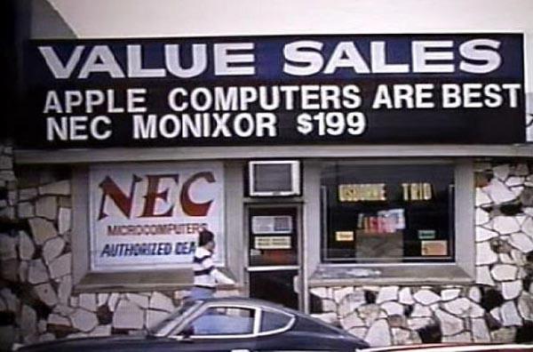 Steve-Jobs-and-Steve-Wozniak-during-the-early-days-of-Apple-(4)