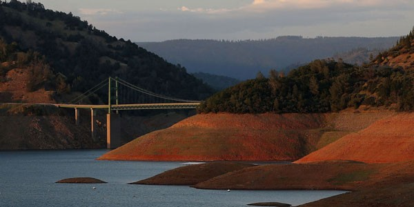 landscape-1432239740-getty-california-lake-oroville