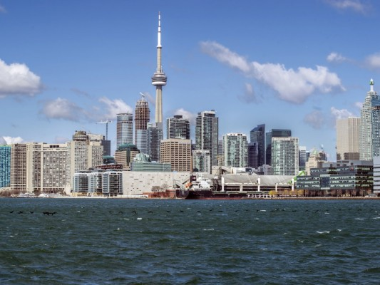no-13-toronto-has-2029-tall-buildings-in-629-square-kilometers
