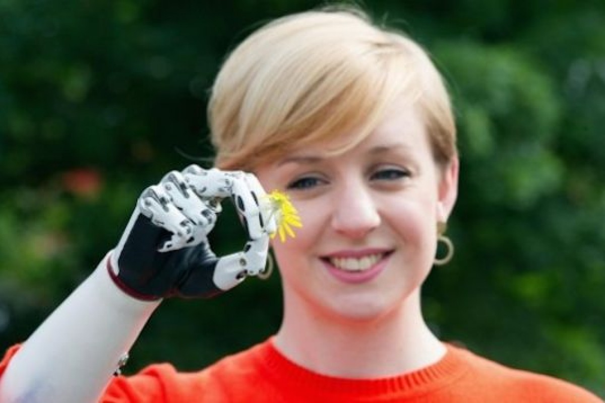 این زن صاحب هوشمندترین دست مصنوعی جهان است!