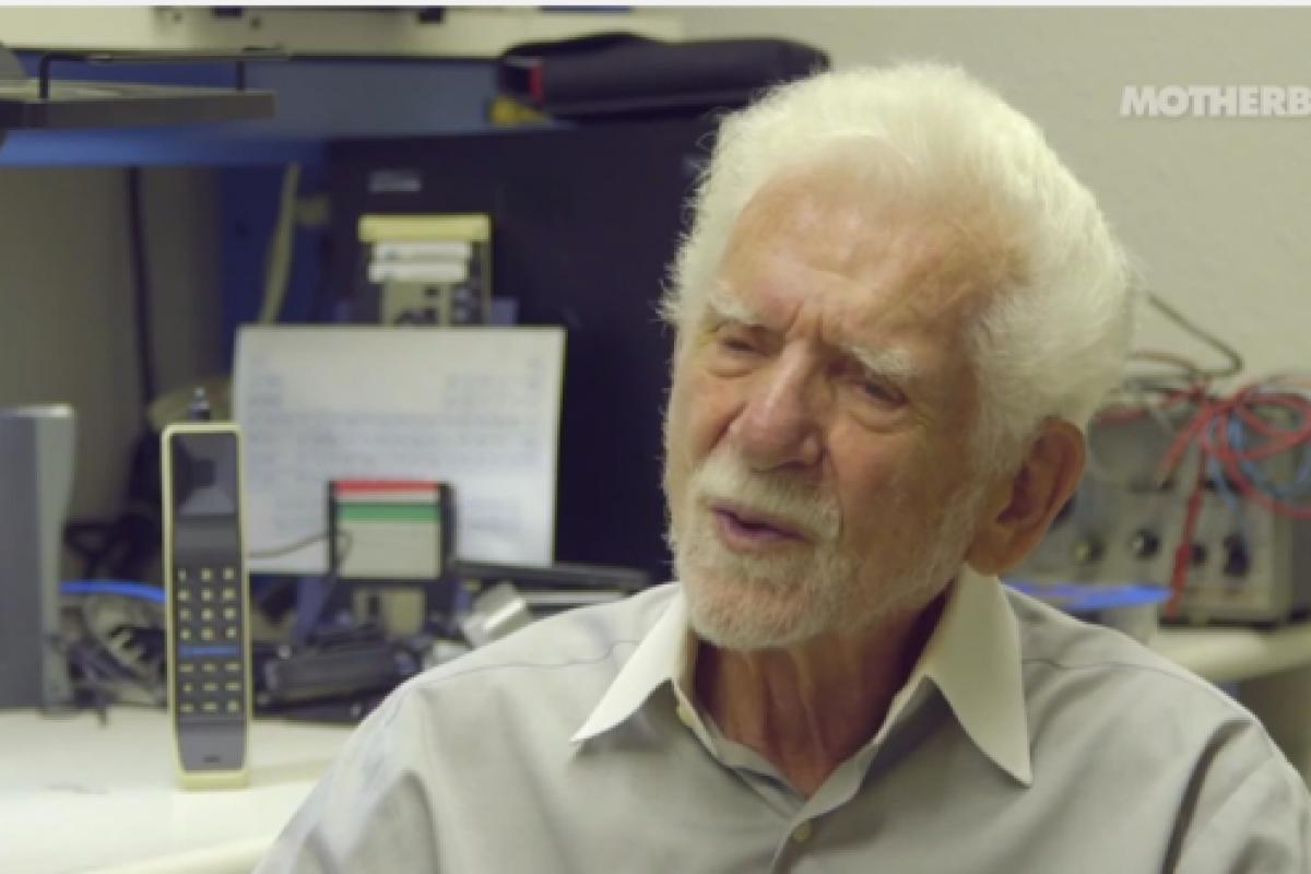 مخترع تلفن همراه از آینده اختراعش حرفهای جالبی میزند