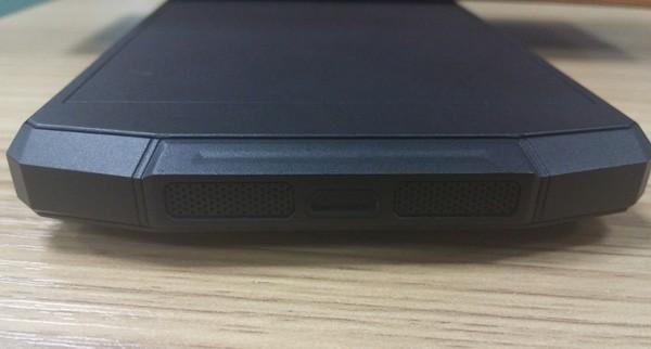 Oukitel-phone-prototype-with-10000-mAh-battery-(1)
