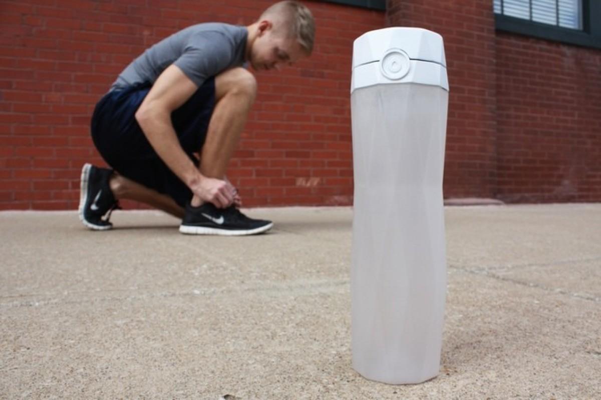 بطری هوشمند HidrateMe زمان نوشیدن آب را به شما یادآوری میکند!