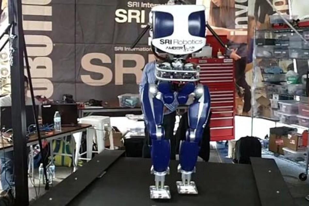 این ربات میتواند مثل انسان راه برود!