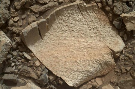 1438204071-curiosity-rover-investigates-unusual-martian-bedrock