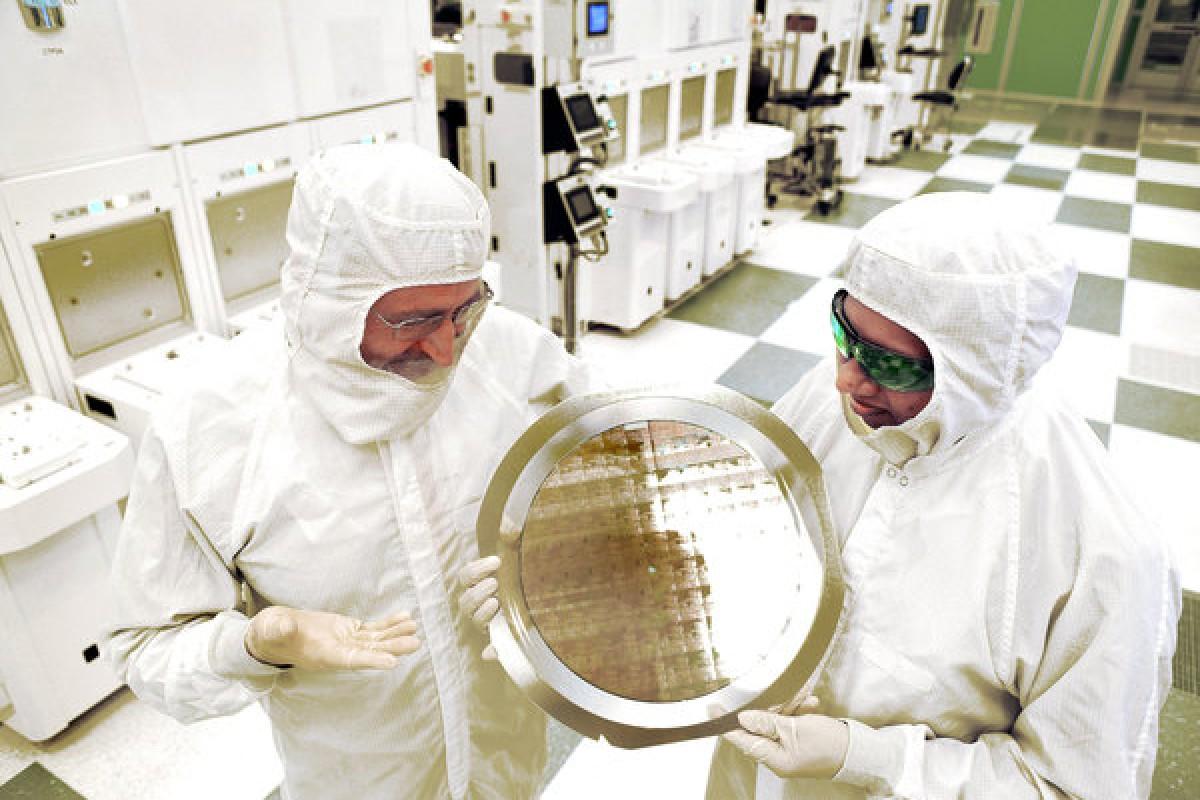 IBM از اولین چیپست ساخته شده با فناوری ۷ نانومتری رونمایی کرد
