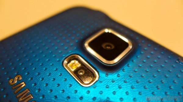 Samsung-Galaxy-S5-127-camera-blue-heart-rate-monitor