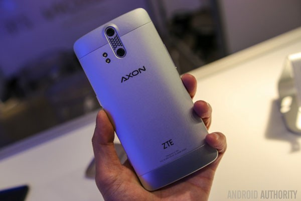 ZTE-AXON-Phone-Hands-On-27-840x560