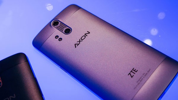 ZTE-AXON-Phone-Hands-On-91-840x472