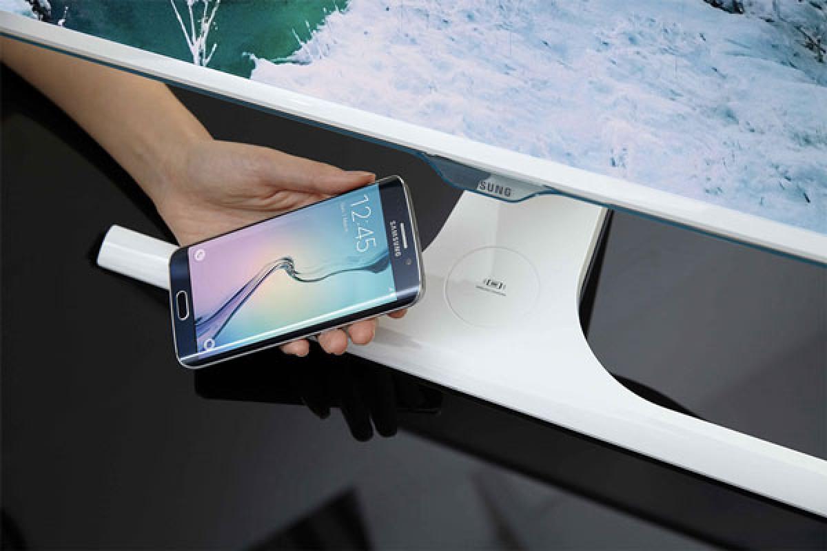 جدیدترین مانیتور سامسونگ، گوشی شمار را به طور وایرلس شارژ میکند!