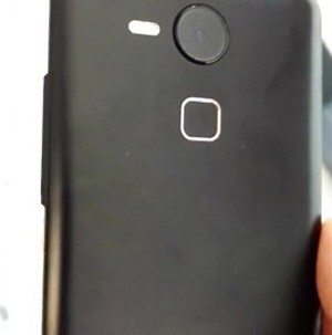 Earlier-leaked-alleged-Nexus-5-images-(4)