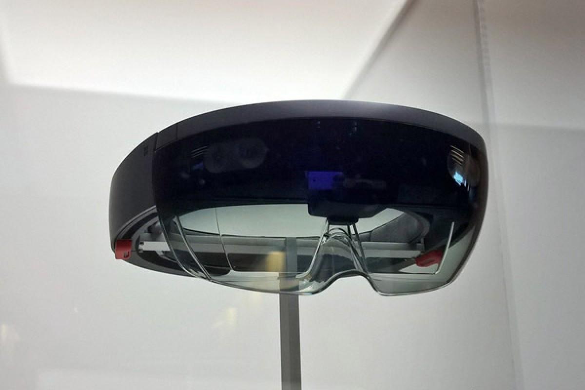 HoloLens سال آینده برای توسعه دهندگان و شرکتها عرضه خواهد شد