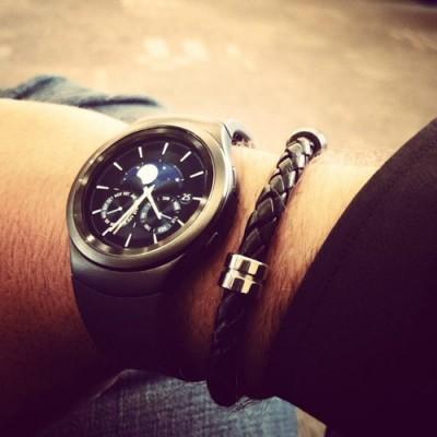 Samsung-Gear-S2-looks-like-on-someone's-wrist