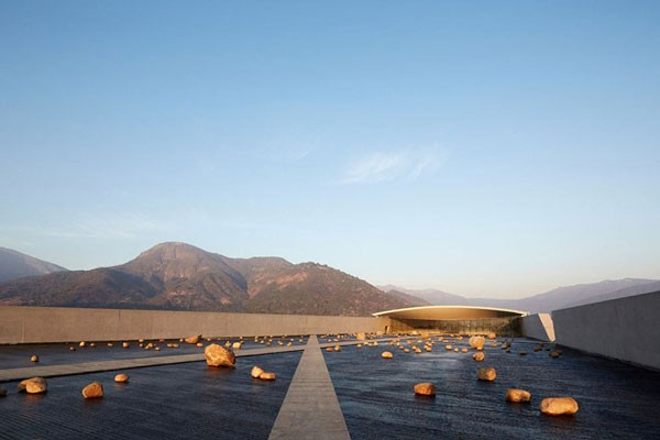a-vineyard-nestled-in-the-chilean-andes-is-smiljan-radis-latest-architectural-tour-de-force