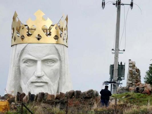 enormous statues (4)