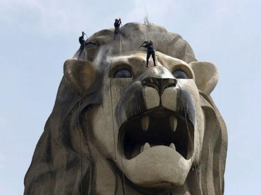enormous statues (7)
