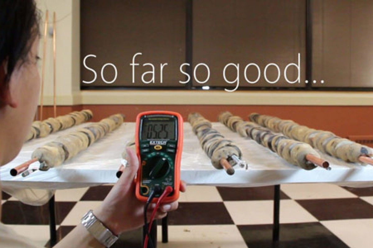 شارژ کامل یک گوشی با 59 کیلوگرم سیب زمینی!