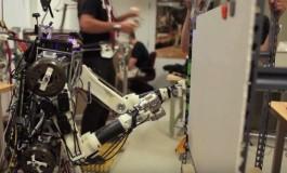 محققان MIT، رباتی با واکنشهای انسانی ساختند!