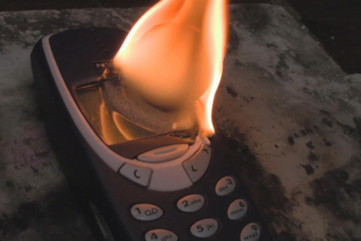 تماشا کنید: مقاومت بسیار خوب نوکیا 3310 در برابر توپی آتشین از نیکل!