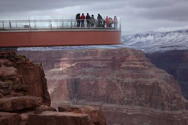 visitors-stand-on-a-skywalk