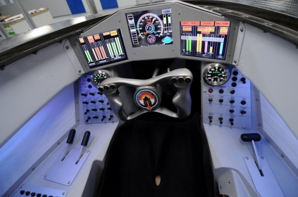 Cockpit_of_Bloodhound_Supersonic_Car_MOD_45157789-e1442822993552