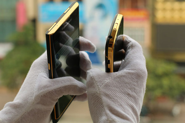 How-would-you-like-a-24K-gold-plated-BlackBerry-Priv-(4)
