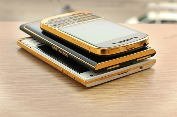 How-would-you-like-a-24K-gold-plated-BlackBerry-Priv-(6)