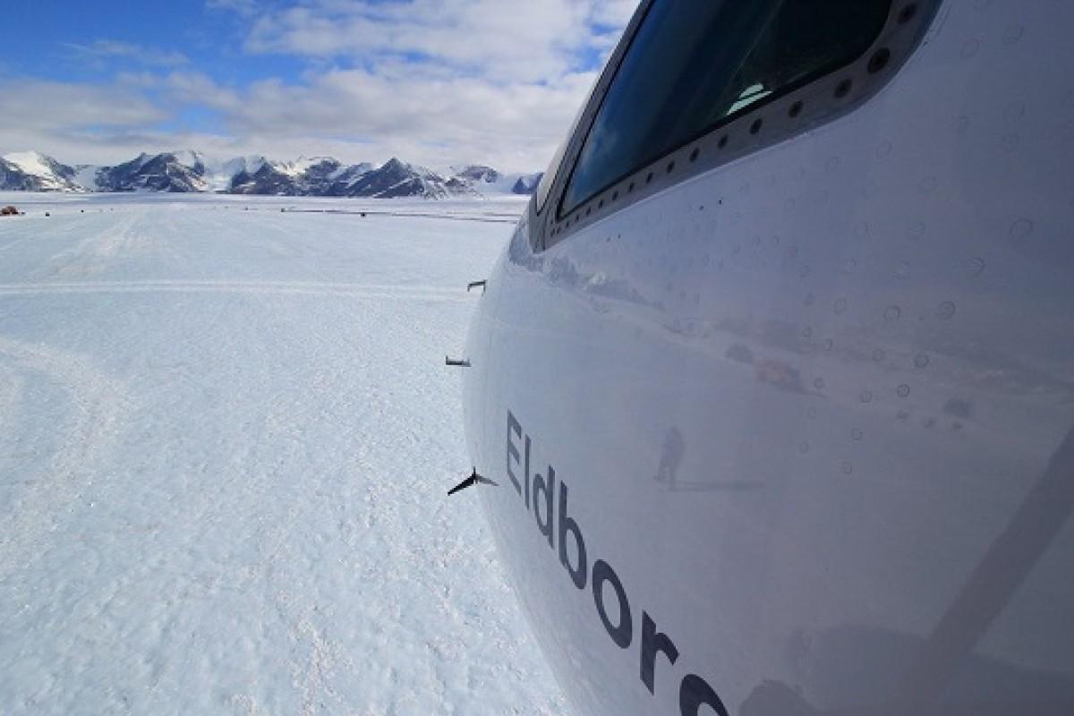 فرود بوئینگ 757 بر روی یخهای قطبی