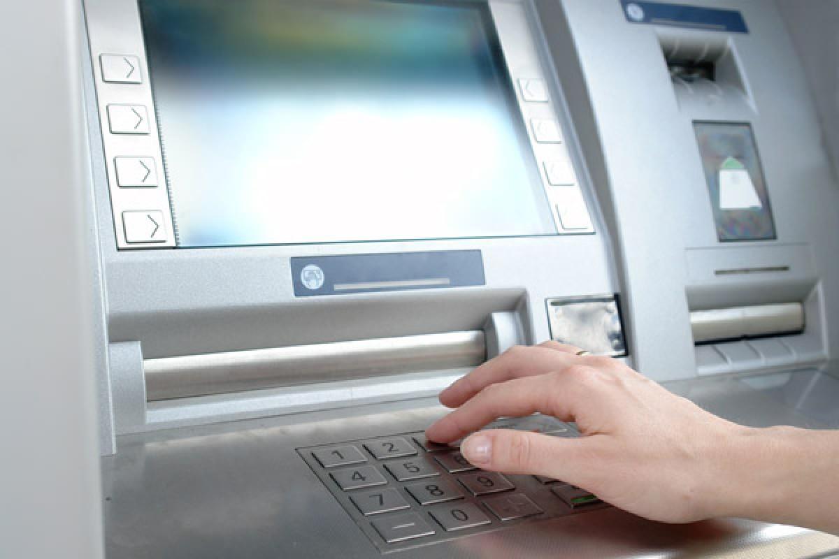 اسکیمر چیست و چگونه باعث سرقت اطلاعات کارتهای بانکی میشود؟!