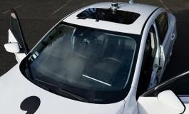 یک هکر 26 ساله در پارکینگ خانه خود خودروی هوشمند بدون راننده ساخت!
